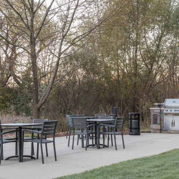 Outdoor seating and a barbecue grill at the Riverwood Corporate Center managed by Zeller.