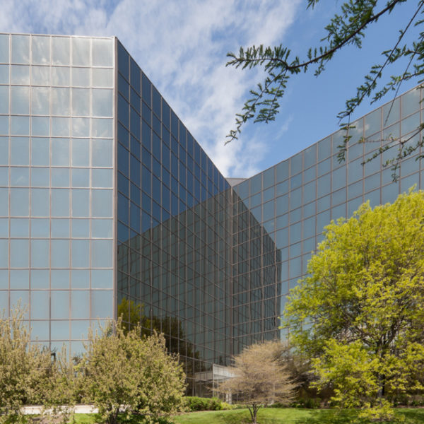 Old Orchard Towers office buildings in Skokie, IL, managed by Zeller, hero image.